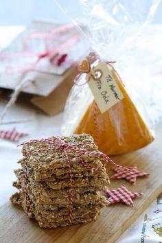 Disse hjemmelagede knekkebrødene er kjempegode til ost og syltetøy. Lag stor porsjon og bruk som koselig vertinnegave sammen med litt nylaget syltetøy eller en god ost. Eller så beholder du dem selv. Healthy Lifestyle, Sweets, Bread, Desserts, Food, Christmas, Tailgate Desserts, Xmas, Deserts