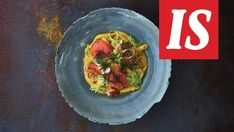 """Kari Aihisen lohipasta on herkkuruoka arkeen: """"Simppeli ja täyttävä"""" Guacamole, Cabbage, Curry, Food And Drink, Easy Meals, Cooking Recipes, Pasta, Vegetables, Ethnic Recipes"""