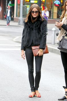 If someone was to ask me who is my style inspiration I would say Olivia Palermo. I remember when I first saw Olivia Palermo. Olivia Palermo Street Style, Estilo Olivia Palermo, Olivia Palermo Lookbook, Olivia Palermo Fur, Black Fur Vest, Black Pants, Black Turtleneck, Black Skinnies, Estilo Cool