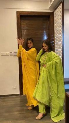 Simple Pakistani Dresses, Indian Gowns Dresses, Indian Fashion Dresses, Indian Designer Outfits, Fashion Outfits, Simple Kurta Designs, Kurta Designs Women, Fancy Dress Design, Stylish Dress Designs
