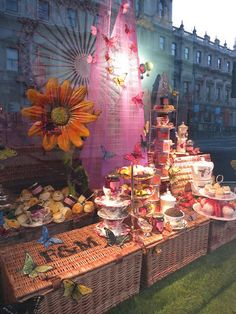 www.retailstorewindows.com: Fortnum & Mason, London