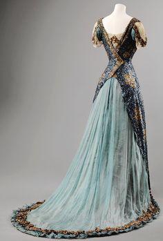 Historical fashion and costume design. Vestidos Vintage, Vintage Gowns, Vintage Outfits, Vintage Clothing, Victorian Dresses, Victorian Gothic, Dress Vintage, Old Dresses, Pretty Dresses