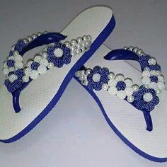 Beaded Beads, Beaded Bracelet Patterns, Beaded Jewelry, Cute Flip Flops, Flip Flop Shoes, Plastic Sandals, Crochet Flip Flops, Decorating Flip Flops, Pearl Design