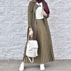 10 Hijab Styles For Petite Girls 10 Hijab Styles For Petite Girls As a Moslem wo. 10 Hijab Styles For Petite Girls 10 Hijab Styles For Petite Girls As a Moslem woman, we know that H Modern Hijab Fashion, Street Hijab Fashion, Islamic Fashion, Muslim Fashion, Modest Fashion, Skirt Fashion, Fashion Outfits, Style Fashion, Fashion Ideas