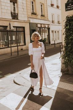 How To Wear Puff Sleeve Pieces This Summer - Fashion - Summer Dress Outfits Spring Summer Fashion, Spring Outfits, Italian Summer Fashion, Summer Wear, Vintage Outfits, Look Vintage, Street Style, Looks Cool, Mode Inspiration