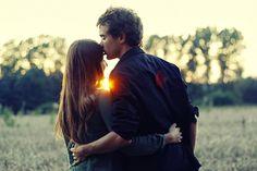 Todo mundo quer um relacionamento sadio. Fugir do óbvio, da discussão sem sentido, da gritaria, da cobrança sufocante. Todo mundo quer viver um amor que saiba porque estar nele. Todo mundo está querendo um grande amor. Talvez podemos começar a mudança por nós mesmos.