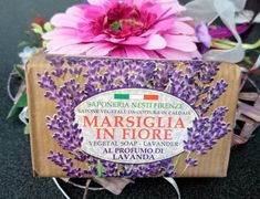 Dante Marsiglia in Fiore vegetable soap with lavender scent. Lavender soap is like a lavender field. This is because it is soap and not water that they consist of. The soap cleans the skin gently. Lavender Scent, Lunch Box, Pure Products, Natural, Handmade, Lavender, Hand Made, Bento Box, Craft
