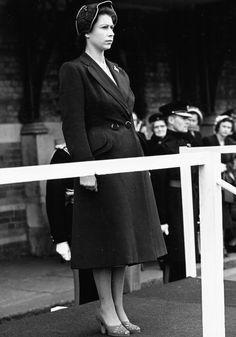 Maior exposição de looks da Rainha Elizabeth II comemora os seus 90 anos