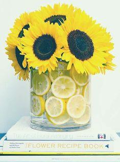 Vase tournesols tranché citron  = fraîcheur. Emblème de la Renaissance