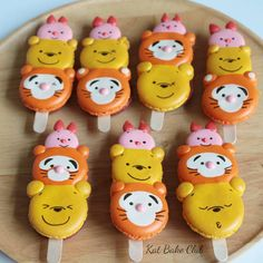 "17 Likes, 1 Comments - KatBakeClub (@katbakeclub) on Instagram: ""เปลี่ยนแบบไปเรื่อยๆ เดี๋ยวคนทำเบื่อ Macaronpop #macaron #poohbear #tiger #piglet"""