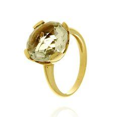 MILANO 12 Ref: 37973 Sortija realizada en oro amarillo. Una prassiolita redonda, engastada por cuatro garras planas, es el centro de la pieza.