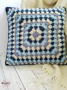 Lakeside Pillow Collection | Part 1 | Lake Breeze Back Panel Granny Square | Free Crochet Pattern | The Unraveled Mitten