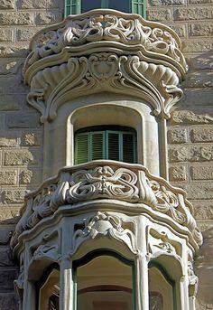 Barcelona - Ausiàs Marc 020 d Historical Architecture, Beautiful Architecture, Beautiful Buildings, Art And Architecture, Architecture Details, Balcon Juliette, Art Nouveau Arquitectura, Barcelona, Balcony Doors