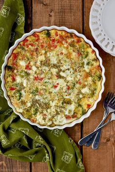 Crustless Vegetable Quiche: Learn how to make a delicious veggie quiche. The most curated collection of vegan and veggie recipes online Quiche Recipes, Brunch Recipes, Veggie Recipes, Vegetarian Recipes, Breakfast Recipes, Cooking Recipes, Healthy Recipes, Dinner Recipes, Cooking Rice