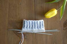 Vaihtelua sukanvarteen: 6 helppoa resorimallia – Pariton rasa Woolen Socks, Boot Cuffs, Knitting Socks, Mittens, Knit Crochet, Diy And Crafts, Handmade, Wool Socks, Knit Socks