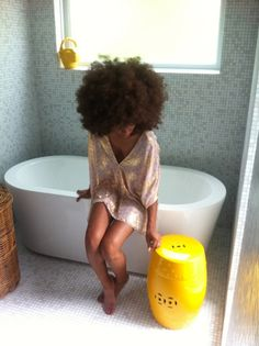 Now THAT'S a 'fro! Yes!!! http://www.shorthaircutsforblackwomen.com/black-hair-growth-pills/
