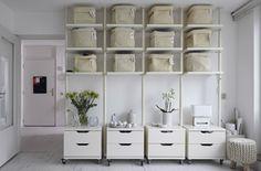 Las estanterías y demás soluciones de almacenaje de un mismo color dan a los espacios un aspecto más conjuntado