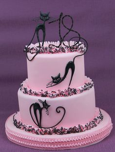 I am not a cat person, but I just really like the design and colors on this cake. Great artistry!