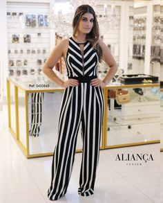 Love this jumpsuit! Classy Casual, Classy Dress, Casual Summer, Classy Outfits For Women, Clothes For Women, Chic Outfits, Fashion Outfits, Playsuit, Party Dress