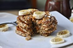 whole grain and oat peanut butter banana vegan pancakes...mmmm I made these this morning but without the flaxseed because I didn't have it. Changed it up a lil and added protein powder. Came out good! :) I love healthy pancakes on a sun morning!
