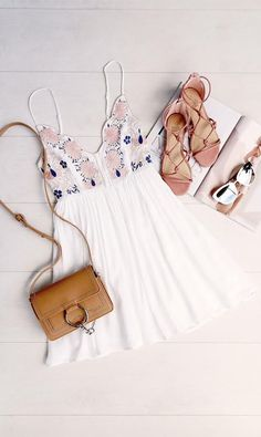 Great outfit idea for sunny days. Combine it with some strappy sandals and you can really dress it up from just a sundress for day to a night look too :)