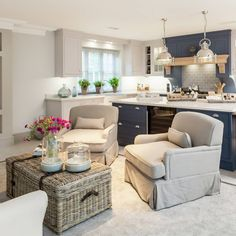 Warm and cosy two-toned decor at in Interiors by Tv In Kitchen, Kitchen Ideas, Outdoor Furniture Sets, Outdoor Decor, Kitchen Flooring, Beautiful Interiors, Slipcovers, The Hamptons, Cosy