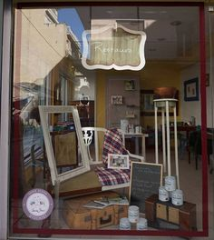 Abbie in Patras is there for you to teach you how to use Annie Sloan Chalk Paint and her shop has a unique french style.   Η Άμπι στην Πάτρα θα σας μάθει να χρησιμοποιείται τα υπέροχα χρώματα της Annie Sloan και να μετατρέπεται τα έπιπλά σας. Annie Sloan Stockists, Chalk Paint, Greek, Creative, Painting, Decor, Decoration, Greek Language, Painting Art