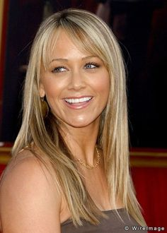 Christine Taylor-Stiller. Love the hair, bangs and color. Old Celebrities, Celebs, Hollywood Actresses, Actors & Actresses, Christine Taylor, Anna Kendrick, Classy Women, Hollywood Stars, Old Women