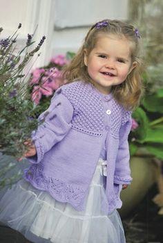 Fin, strikket pigetrøje med mønstre