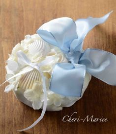 潮風と貝がらのリングピロー 手作りキット<シェリーマリエ・リングピローコーナー> Shell Crafts, Friend Wedding, Bridal, Pillows, Floral, Handmade, Wedding Ideas, Weddings, Dolce