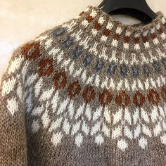 Ravelry: LindaTyrhaug's Høst islandsgenser Fair Isle Knitting Patterns, Crochet Patterns, Mens Knit Sweater, Icelandic Sweaters, Cross Stitch Bird, Yarn Crafts, Pulls, Knitting Projects, Knitted Hats