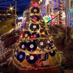 Record Christmas Tree with Pink Flamingo upcycling, recycling, DIY Christmas Float Ideas, Christmas Parade Floats, Christmas Tree Festival, Christmas Rock, Merry Christmas To All, Christmas Candy, Merry Xmas, All Things Christmas, Christmas Lights
