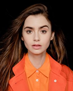 Lily Collins: 'I want to dig deep, tell the truth and be more brave' Sandra Bullock, Pretty People, Beautiful People, Beautiful Ladies, Phil Collins, Hollywood, Maisie Williams, Poses, Dark Hair