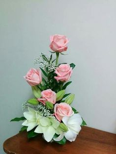~ Pin on Church Wedding Flowers ~ This Pin was discovered by Fabulous Wedding Ideas. Home Flower Arrangements, Rosen Arrangements, Contemporary Flower Arrangements, Beautiful Flower Arrangements, Beautiful Flowers, Ikebana, Church Flowers, Funeral Flowers, Flowers Garden