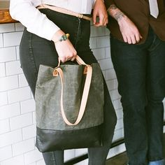 Doer Tote in Leather and Waxed Canvas / Black & Olive от AwlSnap