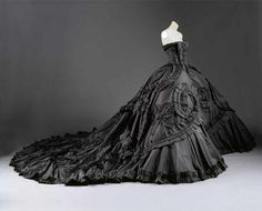 John Galliano for Christian Dior Haute Couture spring/summer Met Costume Institute - reminds me of Gone with the Wind. Vestidos Vintage, Vintage Gowns, Vintage Outfits, Vintage Fashion, Vintage Dior, John Galliano, Galliano Dior, Beautiful Gowns, Beautiful Outfits