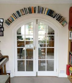 Nice way to frame the doorway.