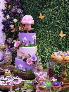 Tinkerbell Fairy Garden Party - Pretty My Party - Party Ideas Tinkerbell Party Theme, Tinkerbell Birthday Cakes, Fairy Birthday Cake, Tinkerbell Fairies, Girls Birthday Party Themes, 1st Birthday Girls, Birthday Party Decorations, Birthday Parties, Girl Parties
