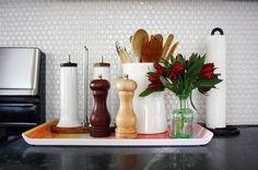 Utilize bandejas para decorar e organizar: fica uma graça!