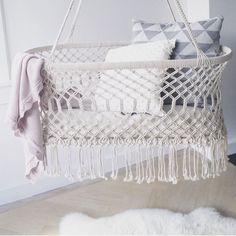 Une sélection déco de macramé pour une chambre de bébé tout à fait dans l'air du temps...