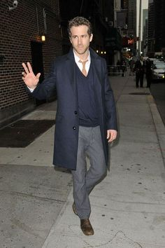 Ryan Reynolds Fashion and Style - Ryan Reynolds Dress, Clothes, Hairstyle