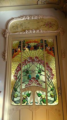 Art Nouveau stained glass door. Porta de l'interior de la Casa Manuel Felip, Barcelona - Ausias March 20