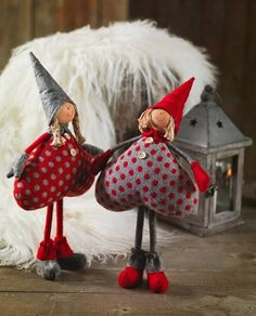 christmas crafts - no link but these are adorable! Christmas Gnome, Christmas Sewing, Christmas Holidays, Christmas Decorations, Valentine Decorations, Merry Christmas, Felt Crafts, Holiday Crafts, Felt Ornaments