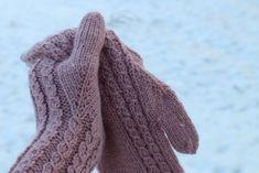Hilja-lapaset   kerttuvilla Knitting Socks, Knit Socks, Fingerless Gloves, Arm Warmers, Mittens, Crochet, Accessories, Fashion, Fingerless Mittens