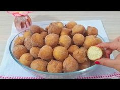BOLINHO DE CHUVA SUPER MACIO E SEQUINHO - YouTube Dog Food Recipes, Cookie Recipes, Muffins, Cereal, Food And Drink, Cookies, Baking, Cheese, Breakfast
