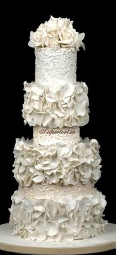 White Petals and Lace Wedding Cake