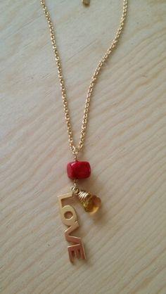 Collar en chapa de oro dije love y coral