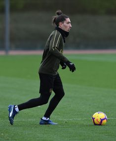 Hector Bellerin of Arsenal during the Arsenal Training Session at London Colney on October 2018 in St Albans, England. Get premium, high resolution news photos at Getty Images London Colney, David Price, St Albans, October 27, Arsenal Fc, Football Players, Hair Cuts, England, Training