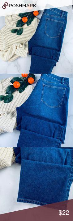 Talbots straight crop curvy jeans dark wash 12 Talbots women's straight crop curvy jeans size 12 high waist zip and button closure 5 pocket stretch Excellent gently worn condition inseam 24 waist 32 rise 11 Talbots Jeans Ankle & Cropped Curvy Jeans, Sweater Outfits, High Waist Jeans, Talbots, Jeans Size, Skinny Jeans, Sweaters, Pants, Dark