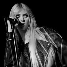 by the girl can sing. the guy can shoot. Taylor Momsen Style, Taylor Michel Momsen, Taylor Monsen, Jenny Humphrey, Heavy Metal Girl, Social Distortion, Hell Girl, Halestorm, Lost Girl